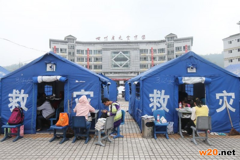地震中的帐篷