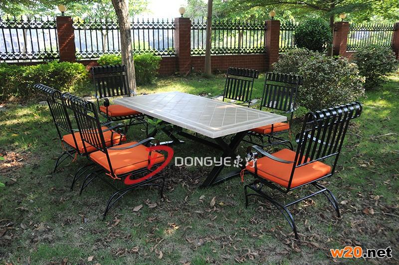 户外瓷砖拼花餐桌配摇椅