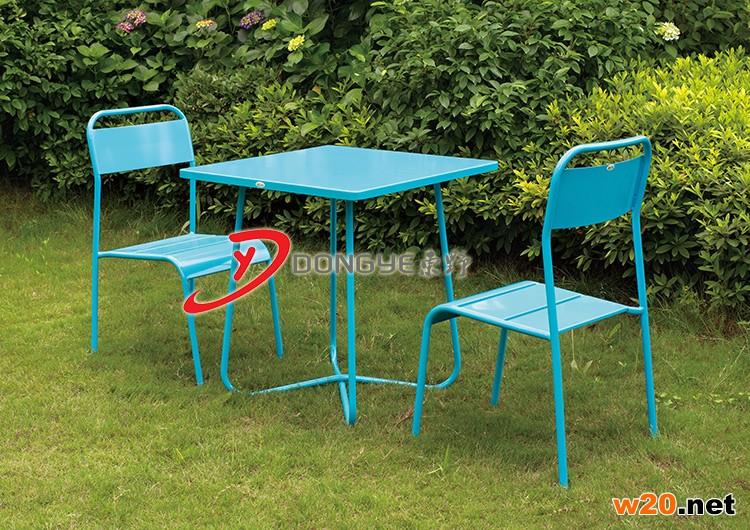 蓝色铁艺桌椅