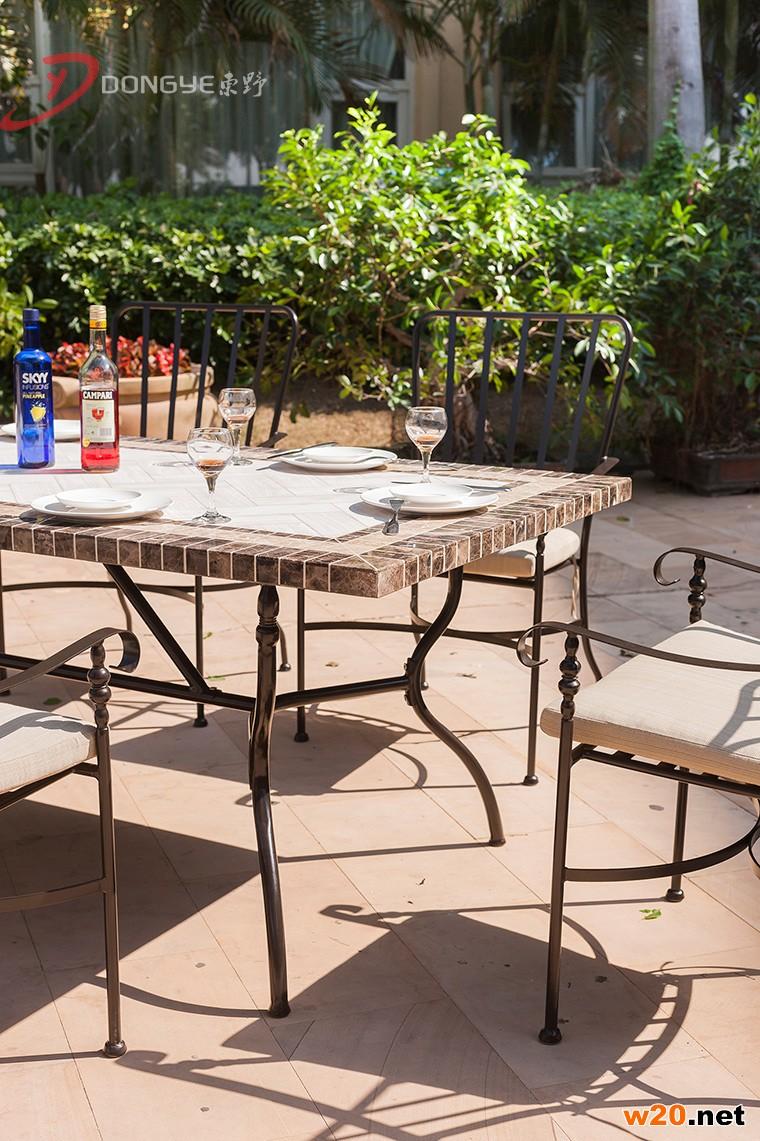 木纹桌面大理石餐桌