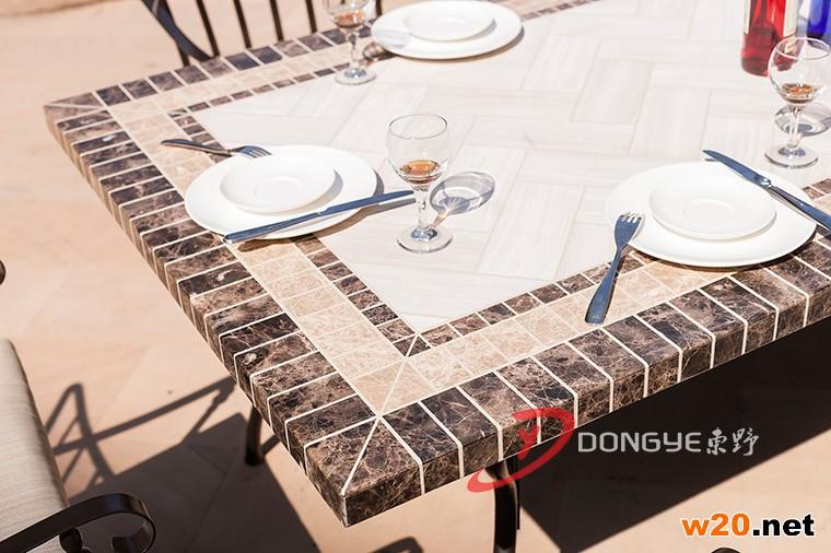 大理石拼花餐桌