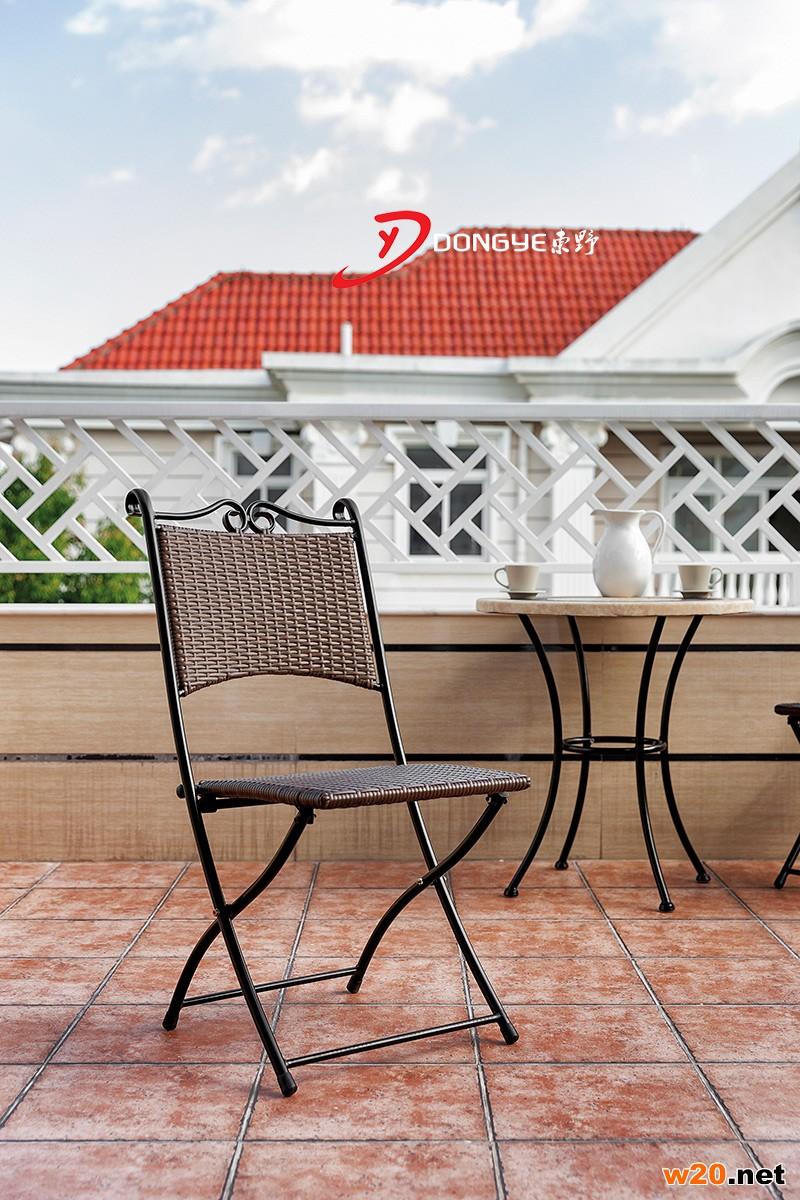 阳台编藤咖啡小桌椅