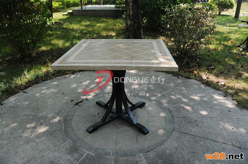 瓷砖拼花餐桌休闲桌