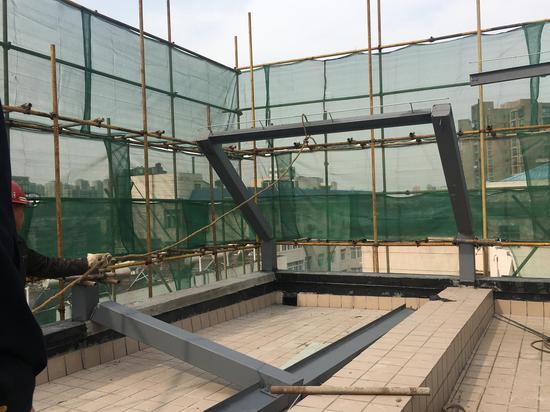 武昌城管拆除阳光房